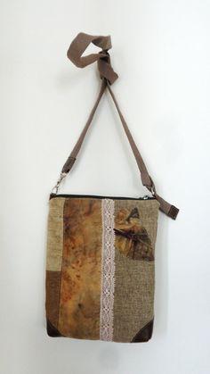 Borsetta a tracolla con manico staccabile in tessuti vari, seta stampata artigianalmente con vere foglie di quercia, pizzo tinto con mallo di noce,