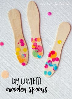 Spruce up your birthday party with these diy confetti wooden spoons! Perfect for a confetti, polka dot or colorful circus party. Baby Shower Venues, Boho Baby Shower, Baby Shower Winter, Diy Confetti, Girl Themes, Dollar Store Crafts, Wooden Spoons, Mason Jar Diy, Diy For Girls