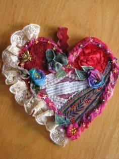 Elizabeth Creates: Embellished Heart I love this lady's blog; she is extremely creative!