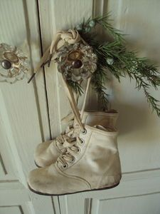 I ususally put my collection of antique baby shoes on the tree, but I like this…