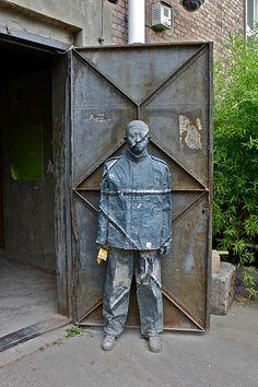 HIDE IN THE CITY, Liu Bolin (刘勃麟; b1973, Shandong Province (China)