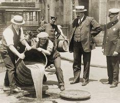 Prohibition Raid - 1921 - Vintage - Photo - NYPD - NYC - Photograph - Prohibition - Amendment - Al Capone - Mafia - Speakeasy - Bar Andrew Jackson, Thomas Jefferson, Large Photos, Cool Photos, Amazing Photos, Al Capone, Mobsters, American Revolutionary War, The Godfather