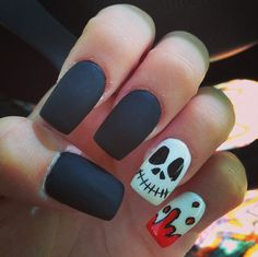 Pin for Later: 101 schaurig-schöne Halloween Nageldesigns Halloween Manikür-Ideen Quelle: Instagram user bex_310