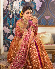 Ayeza Khan is constantly keeping herself busy, she loves doing photo shoots and is equally passionate about her acting career. Ayeza Khan has the perfect featur Desi Wedding Dresses, Pakistani Wedding Outfits, Party Wear Dresses, Bridal Outfits, Reception Dresses, Wedding Wear, Nikkah Dress, Shadi Dresses, Indian Dresses