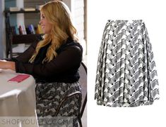 Alison DiLaurentis (Sasha Pieterse) wears this animal zebra print skirt in this week's episode of Pretty Little Liars. It is the Peter Som Animal Zebra Print Skirt. Buy a similar one HERE Worn with: Cimo iPhone Case, Alice + Olivia Blouse Pretty Little Liars Outfits, Pretty Little Liars Seasons, White Lace Crop Top, Lace Crop Tops, Fashion Tv, Fashion Outfits, Red And Black Shirt, Lucy Hale Style, Zip Front Dress