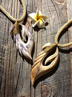 Wooden Necklace, Wooden Jewelry, Fish Hook Necklace, Simple Wood Carving, Steampunk Boots, Bone Crafts, Wooden Ornaments, Bone Carving, Schmuck Design