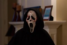 New 'Scream' Movie Gearing Up to Reference More Scary Movies Movie New 'Scream' Movie Gearing Up to Reference More Scary Movies — /Film News Scary Movie Films, Iconic Movies, Iconic Movie Characters, Horror Movie Characters, 90s Movies, Comedy Movies, Horror Icons, Horror Films, Halloween Movies
