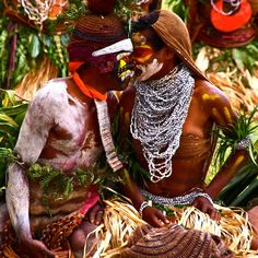 Traditional courtship 'karim lek' ritual in the Western Highlands Province. http://www.papuanewguinea.travel/westernhighlands