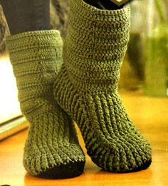 tejidos artesanales: botas tejidas en crochet Crochet Boot Socks, Diy Crochet And Knitting, Knit Boots, Knitted Slippers, Crochet Gloves, Crochet Woman, Knitting Socks, Crochet Baby Shoes, Crochet Fashion