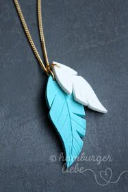 Level: easy // Fimo designed for feathers // Viewed on: hamburgerliebe.bl … Level: easy // Fimo designed for feathers // Viewed on: hamburgerliebe. Polymer Clay Necklace, Polymer Clay Charms, Polymer Clay Art, Fimo Clay, Polymer Clay Projects, Diy Accessoires, Old Jewelry, Jewelry Roll, Jewellery Box