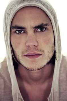 96/100 pictures of Taylor Kitsch