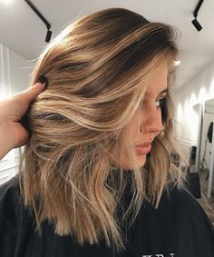 Root Beer Hair Is Trending & Brunettes Everywhere are Fizzing with Excitement Cejas Kendall Jenner, Medium Hair Styles, Curly Hair Styles, Hair Medium, Pretty Hairstyles, Brown Hairstyles, Office Hairstyles, Anime Hairstyles, Stylish Hairstyles