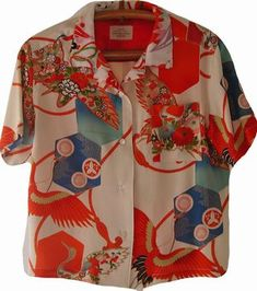 Kimono Aloha Shirts It was remake celebration Kimono dress to Aloha shirts. The origin of Aloha shirts was that migrant Japanese remade their Kimono to Aloha shirts. Style Oriental, Oriental Fashion, Kimono Fabric, Kimono Dress, Vintage Hawaiian Shirts, Vintage Shirts, Mode Kimono, Tops Vintage, Art Japonais