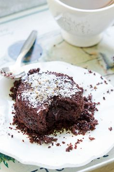 Mon mari n'aimant pas le chocolat dans les gâteaux, j'opte souvent pour un fondant au chocolat végétalien individuel, avec un cœur plus ou moins coulant selon l'envie et l'humeur du moment.