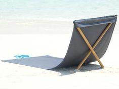 Un transat de plage pliant