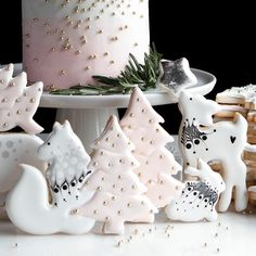 christmas cookies reindeer Weihnachtspltzchen Yes or no Christmas cookies by sugarbombe_sugar . Its so cute and glamour! Christmas Tree Cookies, Christmas Cookie Cutters, Christmas Sweets, Cute Cookies, Pink Christmas, Holiday Cookies, Christmas Baking, Christmas Recipes, Snow Cookies