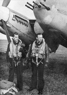 Lieutenant Heine Eriksen (left) and Hansen-Just from 333 (Norwegian) squadron RAF De Havilland Mosquito, German Submarines, F-14 Tomcat, Ww2 Pictures, Ww2 Aircraft, Military Aircraft, Ww2 Planes, War Photography, Fighter Pilot