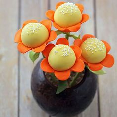 Spring Flower Cake Pops Everyone loves to receive flowers! Why not make some flower cake pops for someone special? Make them fun and colorful for a birthday gift. Vary the stick lengths and make them a centerpiece on a dessert table. Match the color