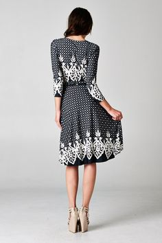 This dress has adorable details and a great shape!