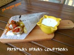 pa mojar pan!: Patatinas bravas confitadas con emulsión de yogur