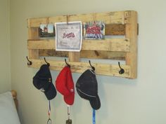 gotta have one of these! what an awesome idea! I can see winter hats and gloves on this for the kids.hang it lower for the back packs too! Pallet Crates, Wood Pallets, Reclaimed Wood Projects, Pallet Creations, Funky Junk, Pallet Furniture, Home Projects, Pallet Projects, Blog