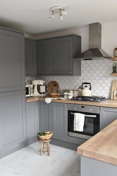 Our new kitchen! A reveal of our new grey, oak and white country style Howdens kitchen with product links and styling ideas. Wood Worktop Kitchen, Kitchen Units, Kitchen Redo, Kitchen Flooring, New Kitchen, Kitchen Remodel, Small Kitchen Diner, Grey Kitchen Cupboards, Kitchen Renovations