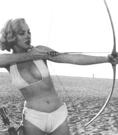 Marilyn Monroe by Anthony Beauchamp, 1951 🏹 • #marilynmonroe #normajeanebaker #50s #50sfashion #1950s #oldhollywood #oldhollywoodglam…
