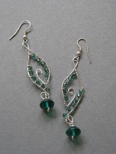 Handmade wire wrapped earrings, Green Dangles, handmade jewelry from Wiredesignjewelry on Etsy. Saved to Etsy Jewelry Love Team. Wire Jewelry Earrings, Wire Wrapped Earrings, Metal Jewelry, Beaded Earrings, Earrings Handmade, Beaded Jewelry, Handmade Jewelry, Handmade Wire, Green Earrings
