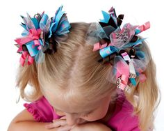 Fun, Funky Loopy Bows Tutorial | YouCanMakeThis.com