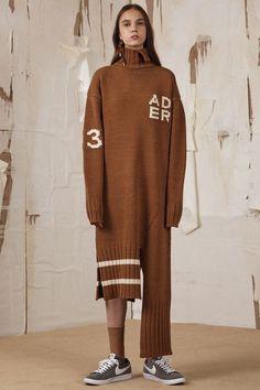 Korean Fashion – How to Dress up Korean Style – Designer Fashion Tips Knit Fashion, Sport Fashion, Fashion Looks, Casual Outfits, Fashion Outfits, Fashion Tips, Fashion Design, Streetwear, Korean Street Fashion