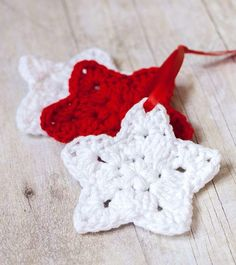 Crocheted Star Homemade Christmas Ornaments | Easy and free crochet patterns for Christmas.