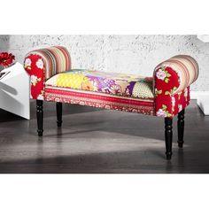 Superbe bancmulticolore recouvert en coton, avec des pieds de couleur noir en bois, amènera à votre intérieur unaspect décoratif spécial par ses couleurs e...