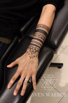 Mehendi Mandala Art Mehendi Mandala Art www. - artiste - Art Mandala Mehendi Mehendi Mandala Art www. Tattoo Band, Tattoo Bracelet, Armband Tattoo, Bracelet Bras, Hand Armband, Hand Bracelet, Trendy Tattoos, Cool Tattoos, Tatoos