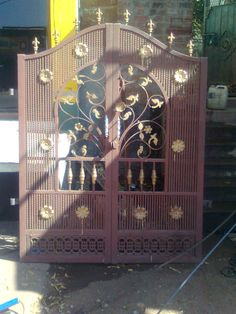 Front Gate Design, House Gate Design, Entrance Doors, Garage Doors, Iron Fence Gate, Porch Gate, Grill Gate, Front Gates, Iron Doors