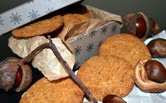 Min farmor bagte verdens bedste ingefærsmåkager. Eller snitter var det vel nærmere, for de blev bagt i lange stænger og skåret på skrå i fine, små snitter mens de endnu var varme. Uhhh…jeg kan stadig huske fornemmelsen af at tage en bid af sådan en krydret småkage – smagen af ingefær var lige tilpas skarp …