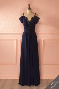 Sa magnifique robe de soirée laissait merveilleusement paraître son dos!  Her gorgeous gown wonderfully showed off her back!  Tindra Water - Navy blue maxi dress www.1861.ca