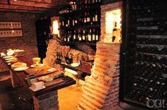 Bajá a la cava para probar exquisitos vinos y delicatessen de la casa - San Honorato