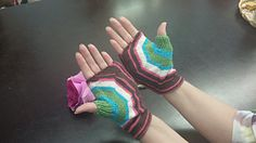 Ravelry: Fractured Circle Mitts pattern by Andy Mordoh