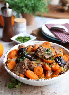 Sauté de veau à l'orange et aux pruneaux Lunch Recipes, Breakfast Recipes, Healthy Recipes, Healthy Food, Tasty Bites, Pot Roast, Allrecipes, Seafood, Food Porn