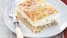 Υλικά Για τη μπεσαμέλ  500γρ. πέννες 500γρ. μανιτάρια λευκά 2 πράσα, σε λεπτές φέτες 2 σκελίδες σκόρδο ψιλοκομμένο 1 φλιτζανάκι του καφέ ελαιόλαδο 1½ φλιτζάνι γραβιέρα πικάντικη, τριμμένη λίγο βούτυρο για το άλειμμα του σκεύους αλάτι, πιπέρι 750ml γάλα 4 κουτ. σούπας αλεύρι 4 κουτ. σούπας βούτυρο 3 αυγά μοσχοκάρυδο τριμμένο 75γρ. γραβιέρα Κρήτης τριμμένη αλάτι, πιπέρι λευκό     Εκτέλεση  Ετοιμάζετε την μπεσαμέλ: Βάζετε το βούτυρο να λιώσει σε μικρή κατσαρόλα, ρίχνετε το αλεύρι και το ψήνετε Lasagna, Quiche, Breakfast, Ethnic Recipes, Food, Lasagne, Morning Coffee, Quiches, Meals