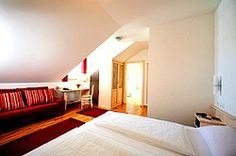 Lovely Munich Family Hotels To Fit Any Budget! Munich, Family Travel, Traveling By Yourself, The Good Place, Budgeting, Hotels, Bed, Furniture, Home Decor