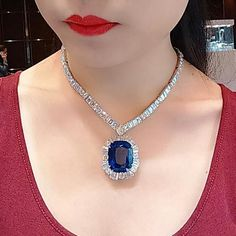 Diamond Necklace Sri Lanka Sapphire The setting reminds me the Jack n Rose scence with a sad ending Diamond Necklace Set, Gemstone Necklace, Diamond Jewelry, Diamond Pendant, Gems Jewelry, Jewelry Accessories, Fine Jewelry, Luxury Jewelry, Belle Photo
