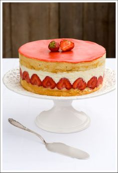 Strawberry Bavarian Cake ~ What's not to love about the the combination of strawberries, cream and a soft spongy cake.