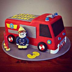 gâteau anniversaire Sam le Pompier à décorer de pâte à sucre rouge