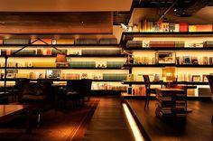 Home Library Bar Interior Design 65 Super Ideas Bar Interior Design, Cafe Design, Store Design, House Design, Bookshelf Lighting, Library Bar, Book Cafe, Book Store Cafe, Small Living Rooms