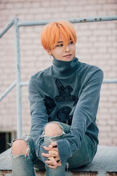 Kwon Ji-yong (권지용), who is better known by his stage name G-Dragon (G-드래곤) and being a member of Big Bang (빅뱅). Daesung, Vip Bigbang, G Dragon Cute, G Dragon Top, G Dragon Hair, K Pop, Bigbang G Dragon, Rapper, Jimin