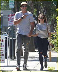 joey king keeps one hand in boyfriend jacob elordis pocket 05