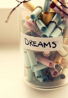 Для нового года идея: записать мечты на новый год