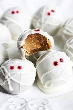 ... want to unwrap these pumpkin cheesecake truffle mummies for Halloween