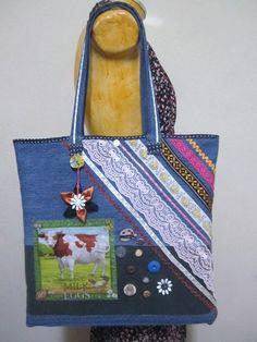 = bolsa em tecido reciclado jeans = alças reforçadas = aplicações de diversas fitas e rendas = enfeite de botões e decoupagem em tecido = use para compras, passeio, faculdade, etc.. R$18,90